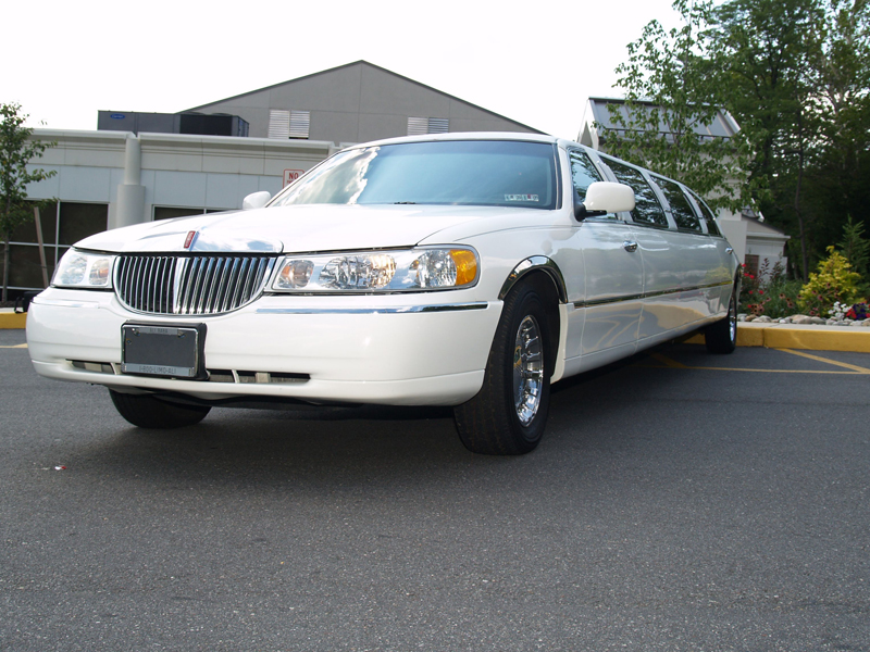 How much does it cost to rent a limo in the UK ?